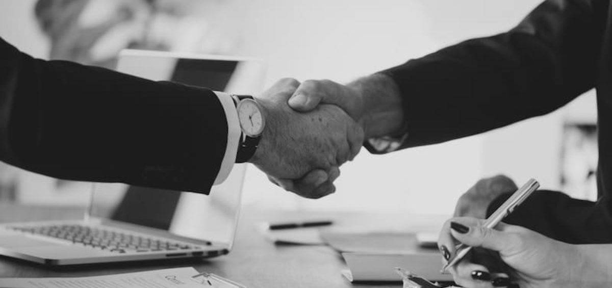 two people shaking hands | How to Find Investors for Your Startup in Ventura County